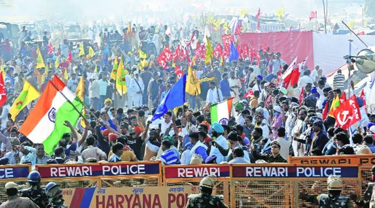 Farmers protesting against the farm laws at Shahjahanpur near the Rajasthan-Haryana border.